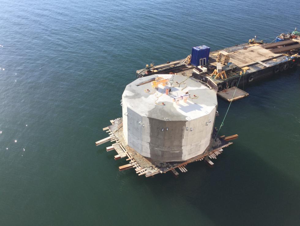 Dyktalb inkl pålar gjuten med 650 m3 special betong